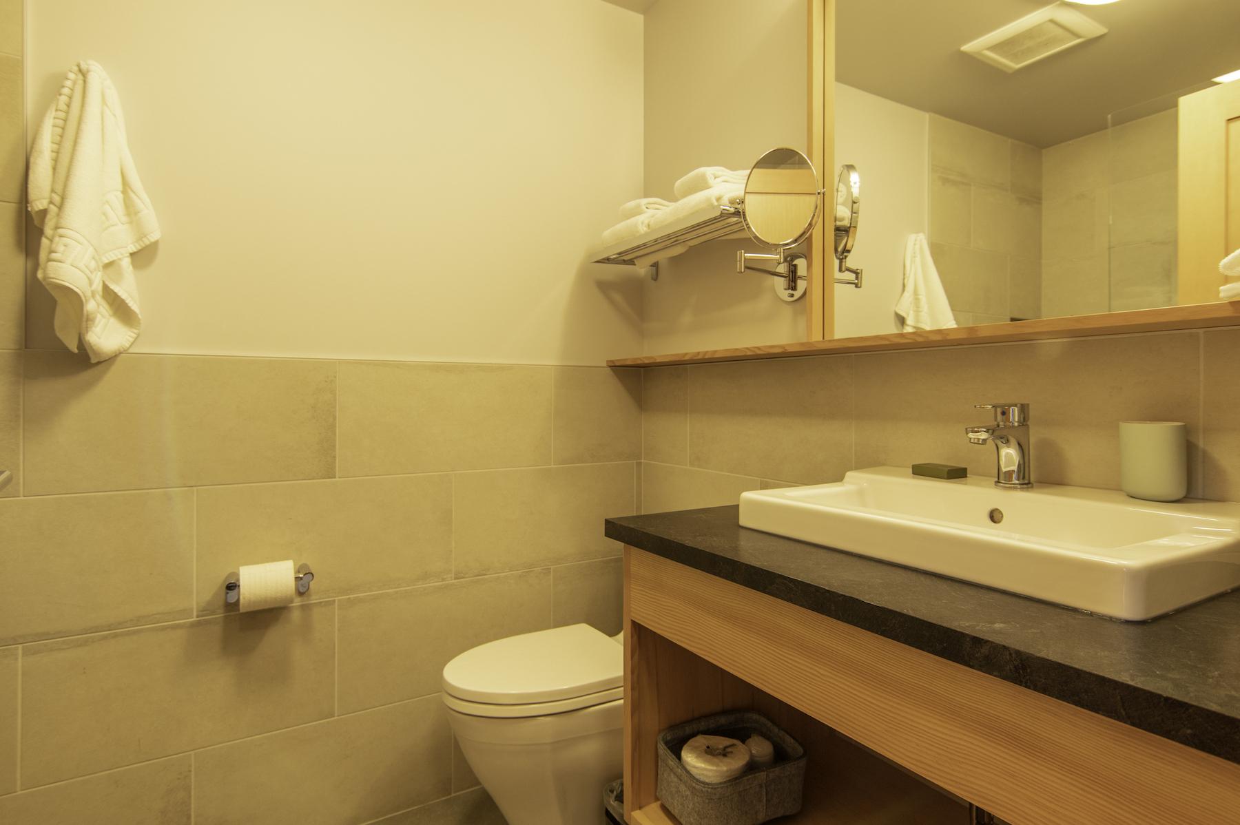 Bathroom of Deluxe Harbour View King + Patio