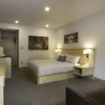 Salt Spring Harbour House Hotel Garden Patio King2